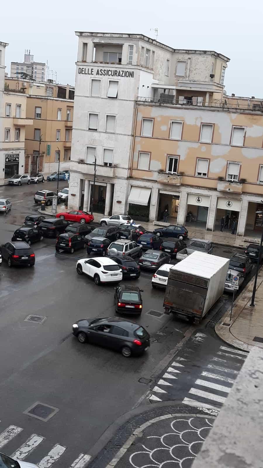 parcheggio_selvaggio_piazza_libertà_1-2