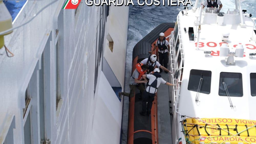 esercitazione mare guardia costiera-2