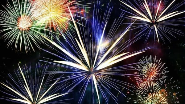 Notte di Fuoco: Latina dice arrivederci all'estate con i fuochi d'artificio sul mare