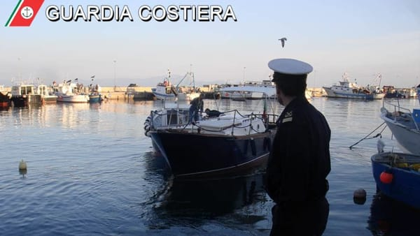 sequestro_barca_guardia_costiera_gaeta_2