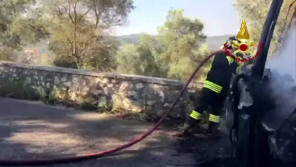 Incendio a Priverno: autobus Cotral in fiamme | IL VIDEO