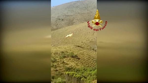 Gaeta, vasto incendio sulle colline: intervento con i mezzi aerei | IL VIDEO