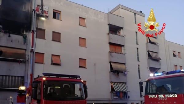 incendio_appartamento_palazzo_cisterna_18_08_19_2-2