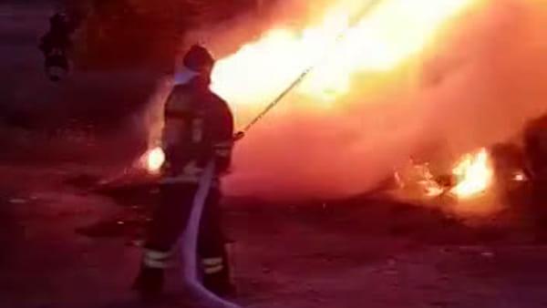 Incendio in un capannone a Priverno: l'intervento dei vigili del fuoco | IL VIDEO